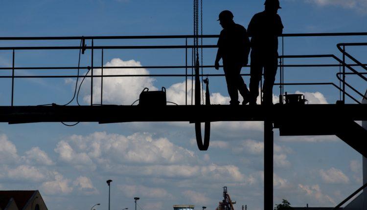 construction-worker-495373_1280