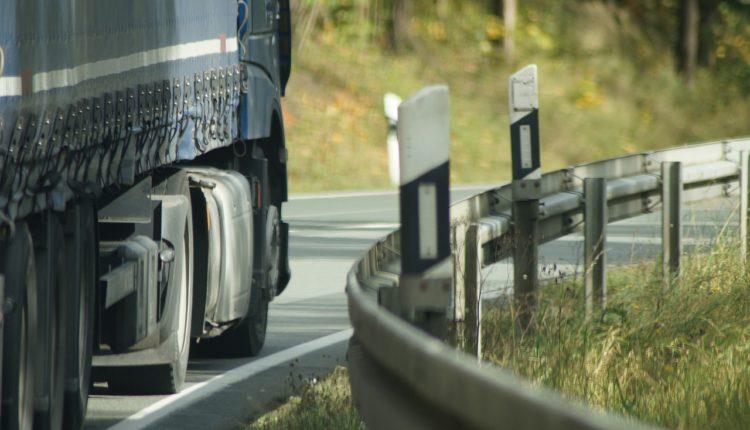 truck-3443545_1280
