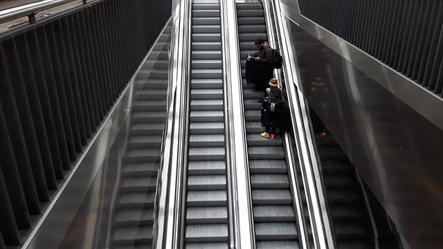 escalator-2740164_640